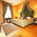 grande chambre luxueuse avec vue calme