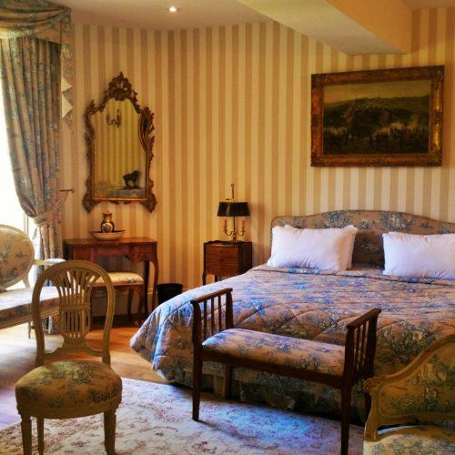 Suite-de-luxe-famille-chateau-cheminee